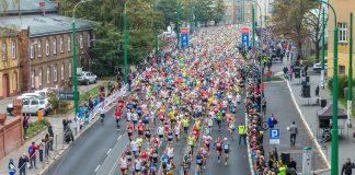 Biegacze podczas 15. Poznań Maratonu