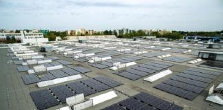 Panele fotowoltaiczne na dachu elektrowni hybrydowej GE