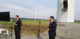 Janusz Piechociński podczas otwarcia farmy wiatrowej w Karwicach