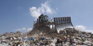 Koparka na składowisku odpadów