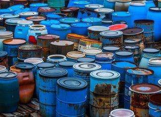 Beczki z odpadami niebezpiecznymi