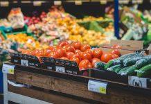 Jedzenie, świeża żywność w supermarkecie