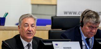 Karmenu Vella i Witold Stępień podczas posiedzenia Komitetu Regionów