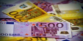 Banknoty 500 i 200 euro