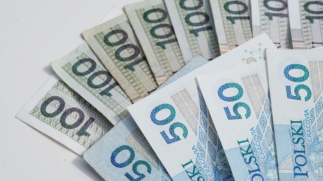 Banknoty 100 i 50 zł