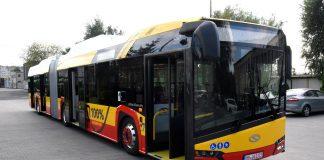 Autobus Solaris Urbino 18 Electric w wersji czerwono-żółtej