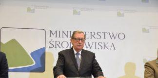 Minister Jan Szyszko podczas konferencji prasowej