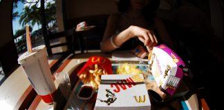 Zestaw McDonald's w plastikowych opakowaniach