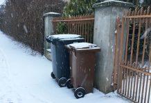 Pojemniki na odpady przy ul. Dalekiej w Poznaniu