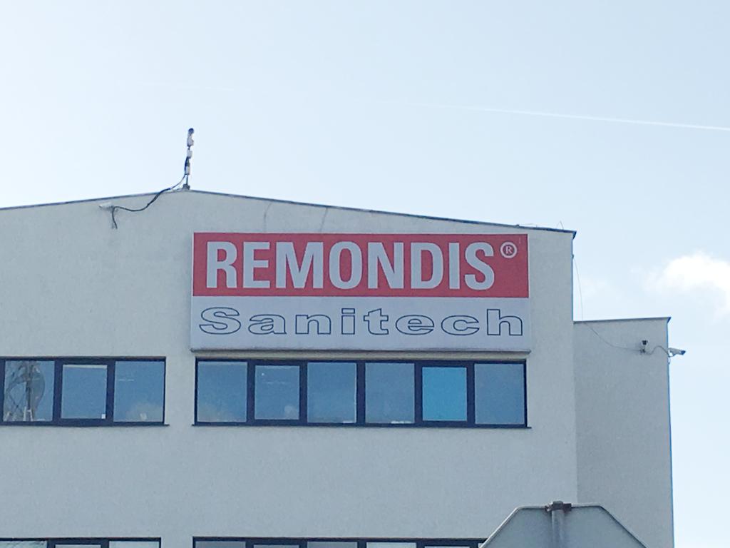 Siedziba Remondis Sanitech w Poznaniu - logo