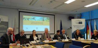 """Uczestnicy debaty Euractiv """"Nowe cele recyklingu w Unii Europejskiej"""""""