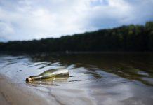 Butelka w rzece