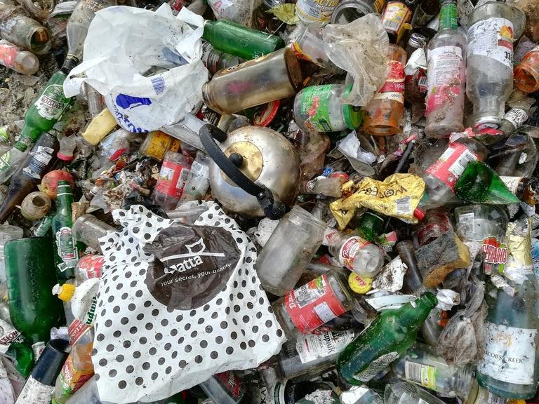Brudne odpady zmieszane - torby foliowe, butelki, puszki