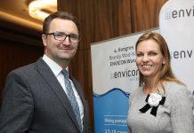 Wiceminister środowiska Sławomir Mazurek oraz prezes firmy Abrys Magdalena Dutka podczas kongresu Envicon Water 2019