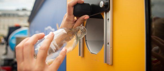 Automat do recyklingu butelek w Warszawie